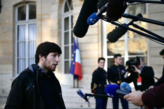 """Jason Herbert, l'un des meneurs des """"gilets jaunes"""" en Charente.à Matignon vendredi."""