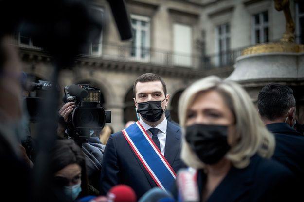 Jordan Bardella avec Marine Le Pen, le 1er mai 2021.