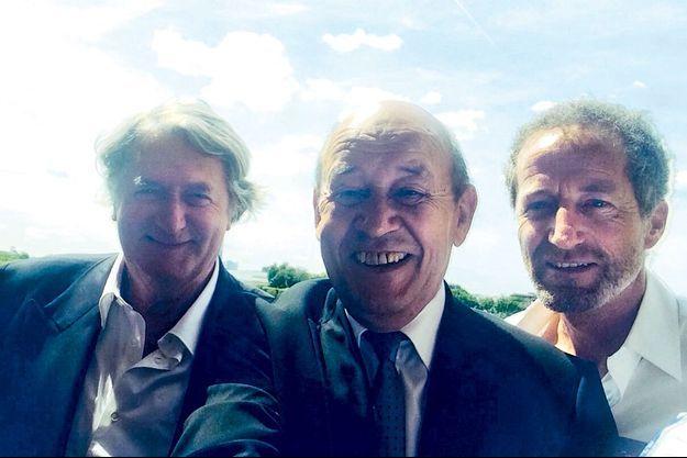 Jean-Yves le Drian et son selfie 100% Breton.