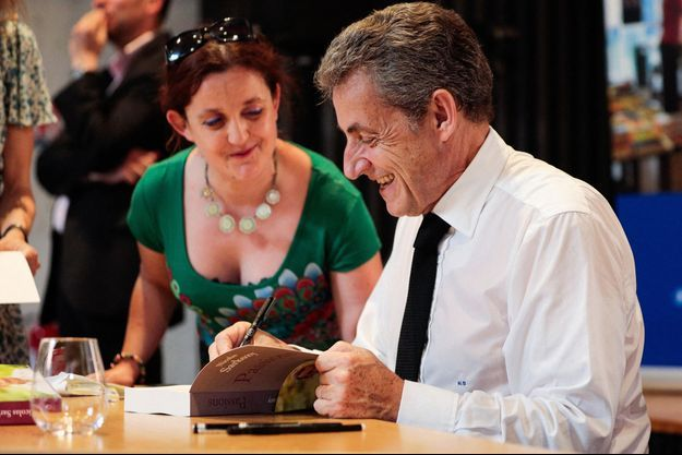 Nicolas Sarkozy, le 4 juillet lors d'une dédicace à Bordeaux.