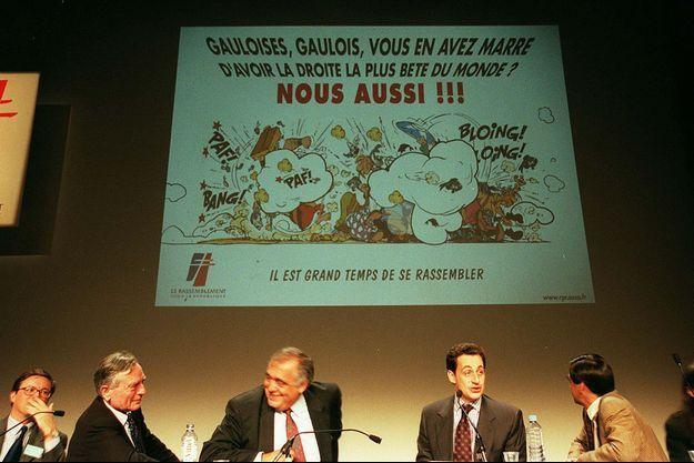En 1998, à Paris, les cadres du RPR dont Philippe Seguin et Nicolas Sarkozy se plaçaient sous le signe du rassemblement... et d'Astérix.