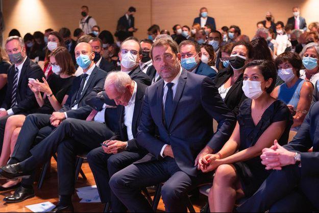 Christophe Castaner, entouré du sénateur François Patriat et de la secrétaire d'Etat Sarah El Haïry, lors des journées parlementaires de LREM à Angers, mardi.