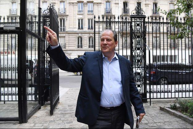 Jean-Christophe Cambadélis rue de Solférino à Paris, en juillet.