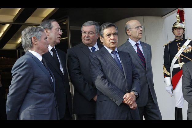 De g. à d.: Bernard Accoyer, Claude Guéant, Michel Mercier, François Fillon, Alain Juppé. (Photo d'illustration).