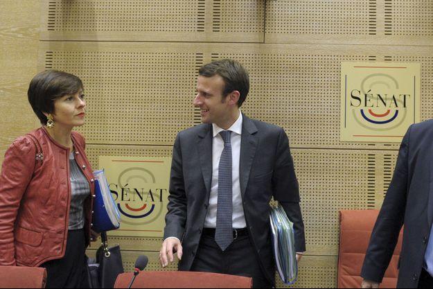 Emmanuel Macron au Sénat lorsqu'il était ministre, en novembre 2014, avec sa collègue du gouvernement, Carole Delga.