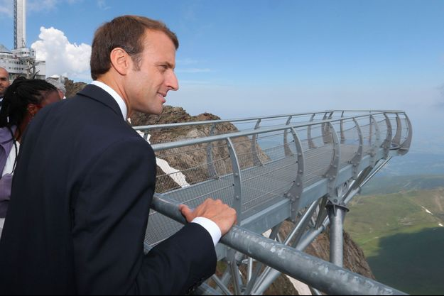 Emmanuel Macron à l'observatoire du Pic du Midi, jeudi.