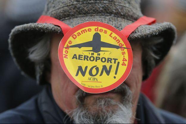 Un opposant à la construction de l'aéroport de Notre-Dame-des-Landes à Nantes, le 13 janvier.