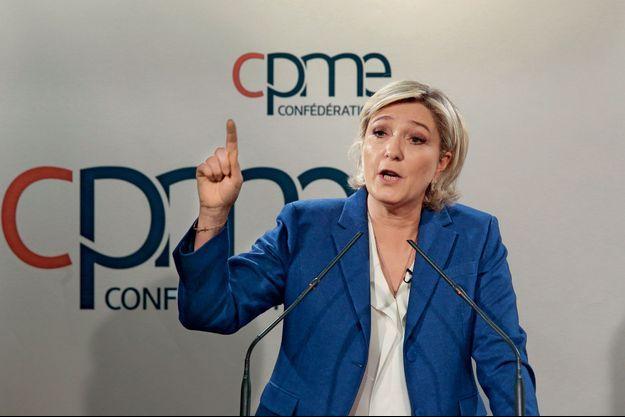Marine Le Pen devant les dirigeants de PME, à Paris, le 6 mars.