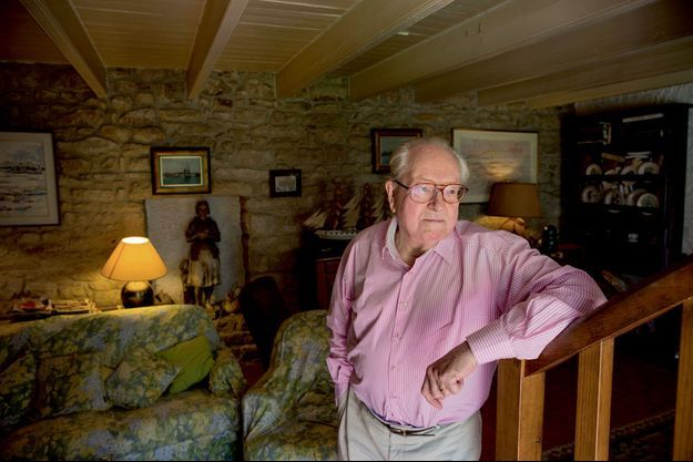Jean-Marie Le Pen dans sa maison natale de La Trinité-sur-Mer.