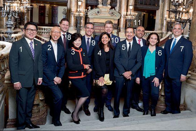 Ces 12 maires de villes mondiales ont pris des engagements concrets. (Légende dans l'article)