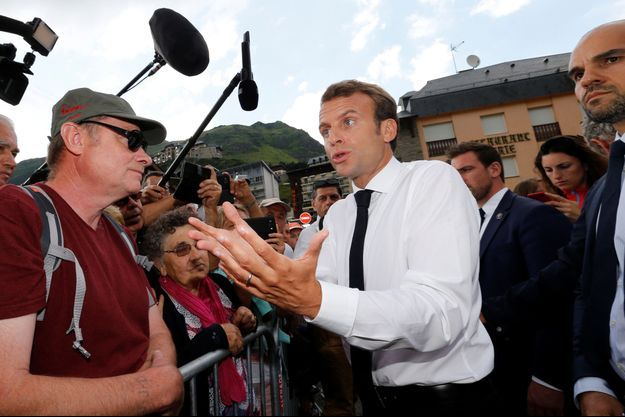 Emmanuel Macron ici jeudi après sa visite au Pic du Midi.
