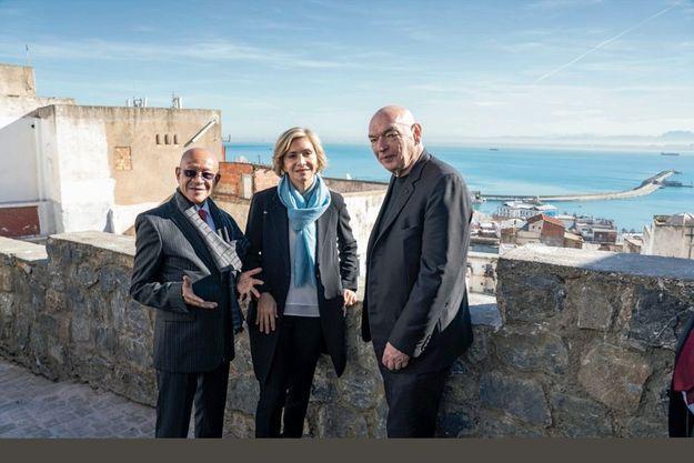 Abdelkader Zoukh, Valérie Pécresse et l'architecte Jean Nouvel lors d'une visite de la Casbah d'Alger, le 16 décembre.