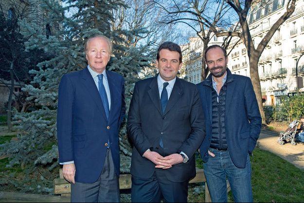 De g. à dr. : Brice Hortefeux, Thierry Solère et Edouard Philippe, samedi 7 février en face de la Maison de la Mutualité, à Paris.