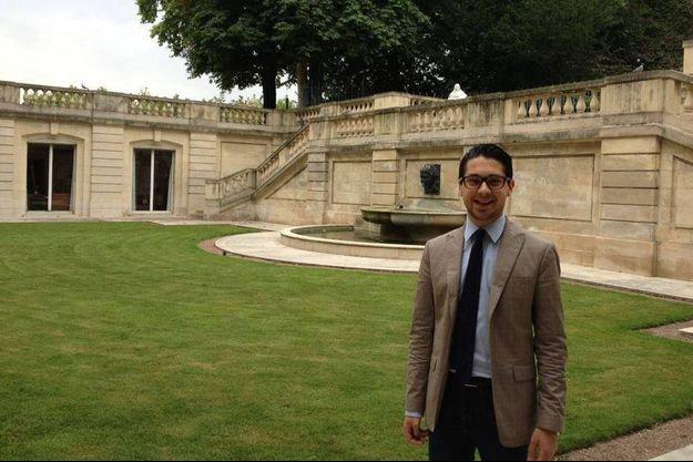 Hadrien Ghomi, qui a rassemblé l'ensemble des contributions, est collaborateur parlementaire du sénateur socialiste de Côte d'Or, François Patriat.