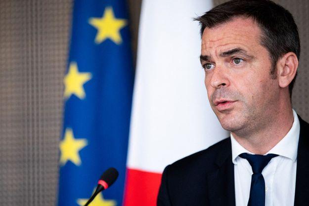 Olivier Véran le 7 juillet à Paris lors d'une réunion autour de la vaccination.