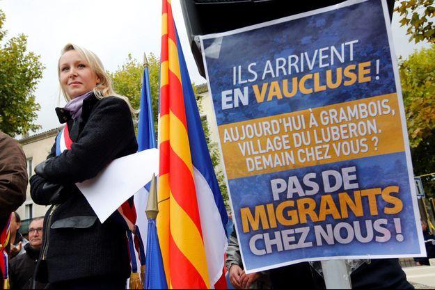 Marion Maréchal-Le Pen à La Tour d'Aigues, dimanche 23 octobre, pour dénoncer l'arrivée prochaine de migrants.
