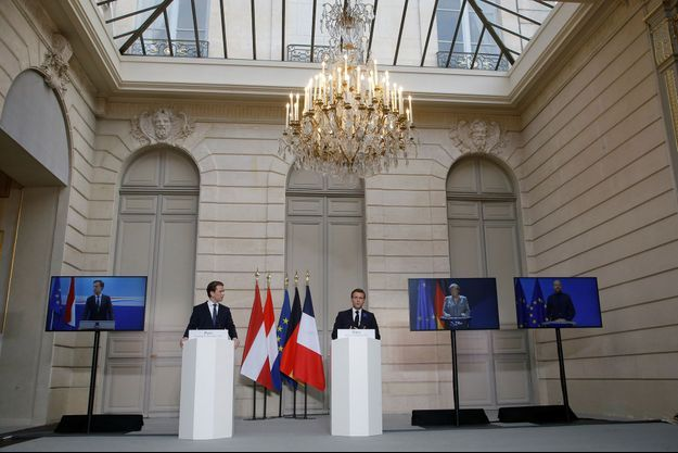 Emmanuel Macron et le chancelier autrichien Sebastian Kurz, présent à l'Elysée , en visioconférence avec les autres chefs d'Etat.