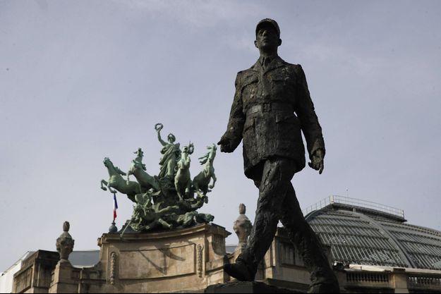 La statue de Charles de Gaulle, avenue des Champs-Elysées à Paris, ici lors des cérémonies du 8 mai.