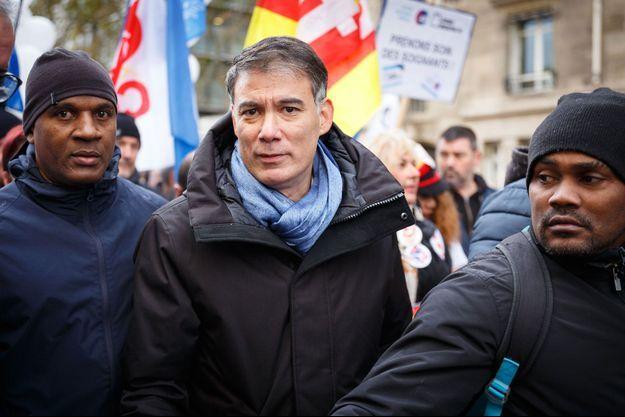 Olivier Faure manifeste aux côtés des personnels hospitaliers le 14 novembre à Paris.