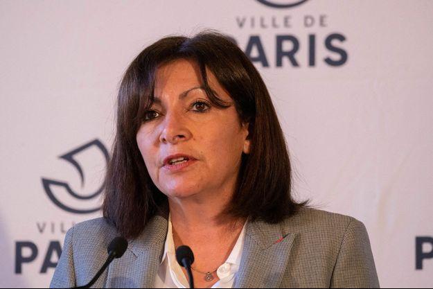 Anne Hidalgo en conférence de presse le 1er mars.