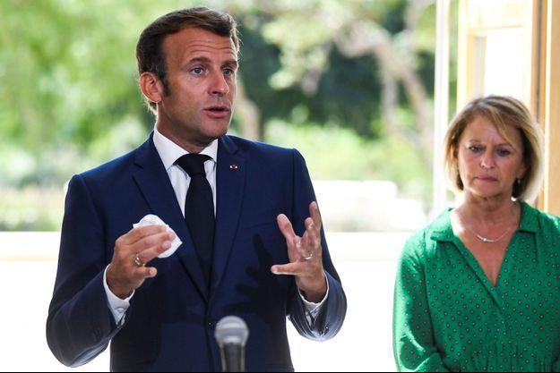 Emmanuel Macron mardi à Toulon avec Brigitte Bourguignon , ministre déléguée en charge de l'Autonomie.