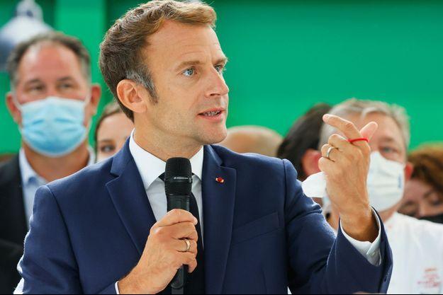 Emmanuel Macron lundi lors d'une visite au Salon international de la restauration, de l'hôtellerie et de l'alimentation.