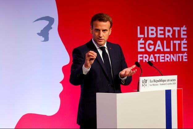 Emmanuel Macron aux Mureaux, dans les Yvelines, vendredi.