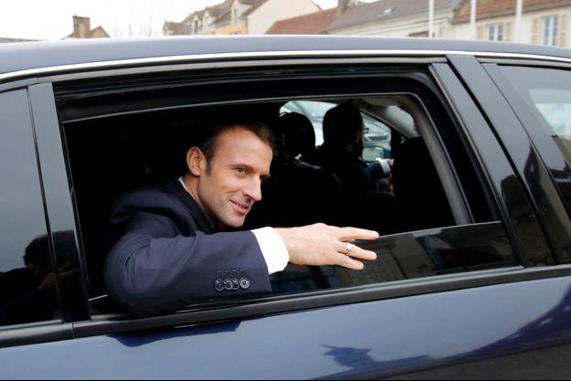 Emmanuel Macron ici à Gasny dans l'Eure, mardi.