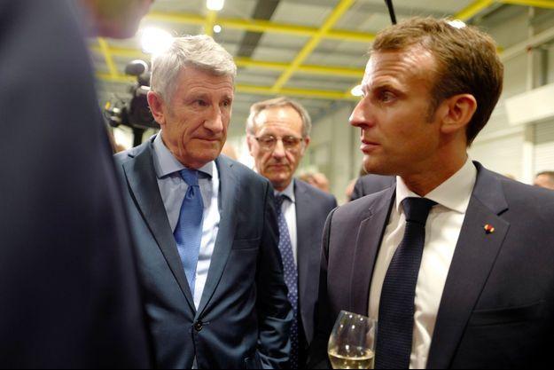 Philippe de Villiers et Emmanuel Macron, mercredi, aux Herbiers, en Vendée.
