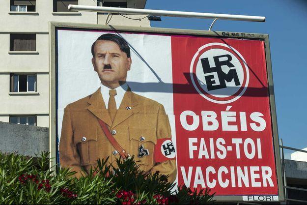 Macron grimé en Hitler.