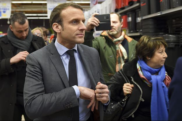 Emmanuel Macron à Saint-Pierre-des-Corps, près de Tours.