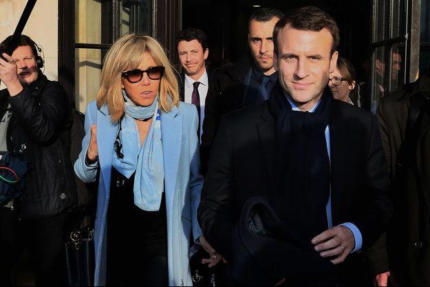 Emmanuel Macron et son épouse Brigitte, début mars en déplacement à Talence.