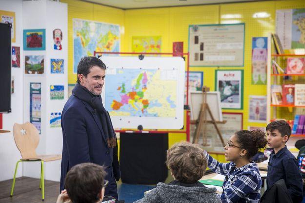 Manuel Valls dans l'émission «Au tableau!», prochainement diffusée sur C8.
