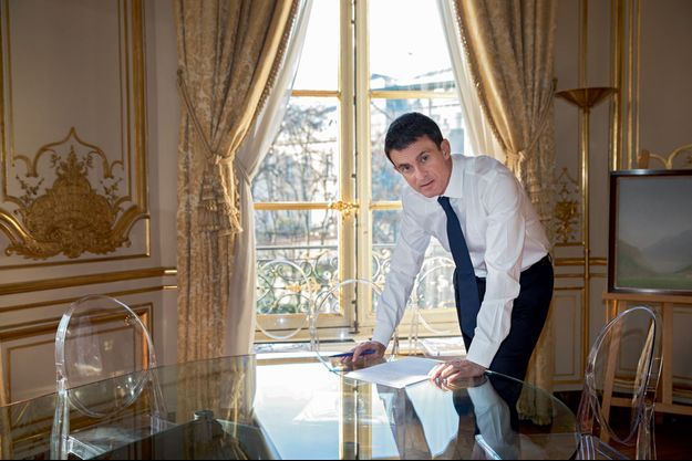 Lundi 5 décembre, à midi. Rue de Varenne, Manuel Valls relit son discours.