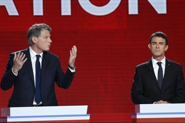 Vincent Peillon et Manuel Valls dimanche soir lors du deuxième débat de la primaire de la gauche.
