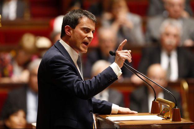 Manuel Valls à la tribune de l'Assemblée nationale, mardi après-midi.