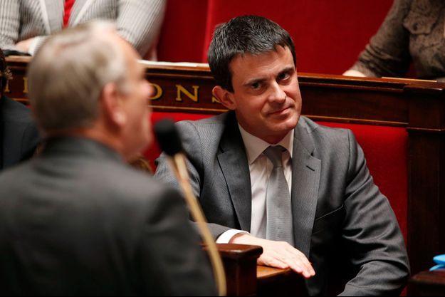 Manuel Valls écoute Jean-Marc Ayrault à l'Assemblée nationale, en avril dernier. Le ministre de l'Intérieur ne cache pas qu'il vise Matignon.
