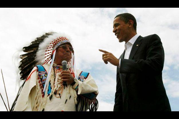 Barack Obama et le chef des tribus Crow en mai 2008.