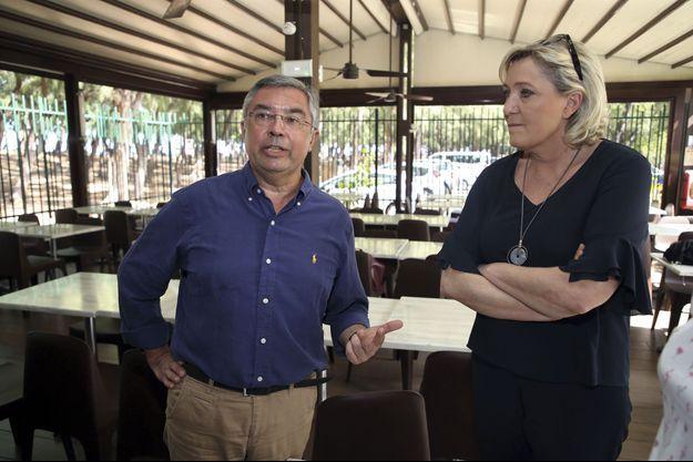 André Rougé et Marine le Pen lors d'un déplacement à La Réunion en mars dernier.