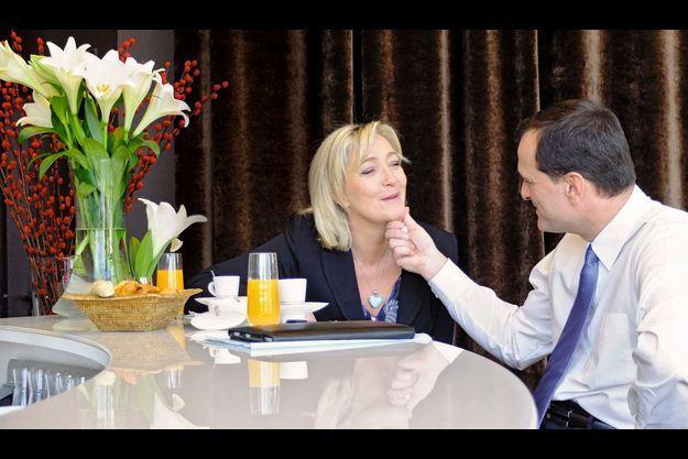 Dimanche 19 février, Marine Le Pen, 43 ans, et son compagnon Louis Aliot, 42 ans, prennent le petit déjeuner dans leur hôtel de Lille où la candidate du FN tient un grand meeting au Palais des congrès.