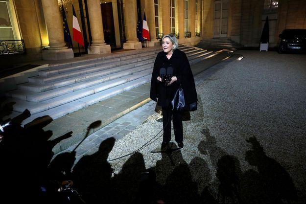 Marine Le Pen dans la cour de l'Elysée, le 21 novembre.