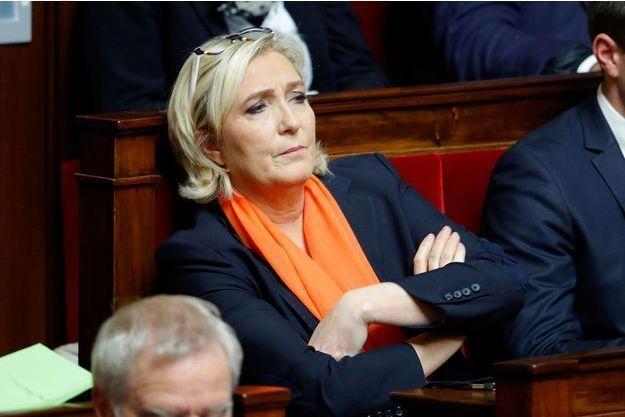 """Marine Le Pen estime que supprimer les niches fiscales en laissant les impôts """"tels quels"""" reviendrait à """"augmenter les impôts""""."""