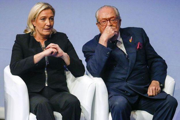 Marine Le Pen avec son père lors du congrès du Front national à Lyon, le 29 novembre 2014.