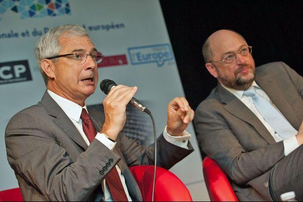 Claude Bartolone et Martin Schulz débattent, lundi matin, au lycée Jean-Renoir de Bondy