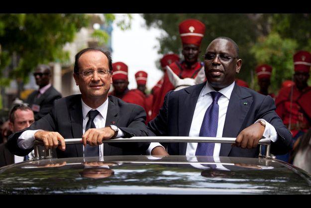 Le 12 octobre, François Hollande arrive à Dakar pour sa première visite en Afrique depuis son élection. Il est reçu par Macky Sall, le président du Sénégal. Au menu, bien sûr, le Mali.