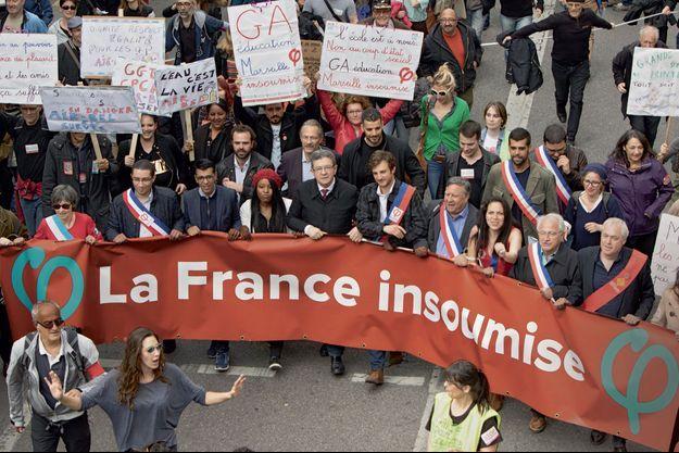 """Jean-Luc Mélenchon et des élus de La France insoumise au défilé """"Stop Macron"""", à Marseille, le 14 avril."""