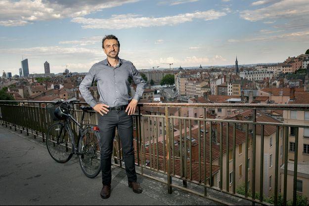 Grégory Doucet, toujours à vélo, même sur les pentes de la Croix-Rousse.