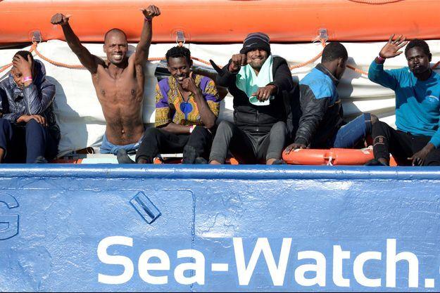 Des migrants à bord du Sea-Watch 3