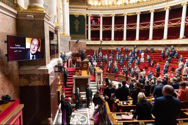 L'Assemblée nationale a rendu hommage à Valéry Giscard d'Estaing, en observant une minute de silence dans l'hémicycle.