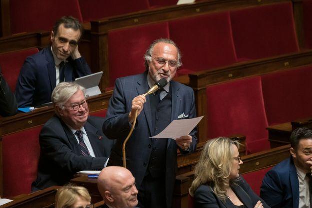 Le député Olivier Dassault au micro en février 2020, à l'Assemblée nationale.